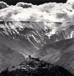 Michael Kenna: Gathering Clouds, Casoli, Abruzzo, Italy, 2016